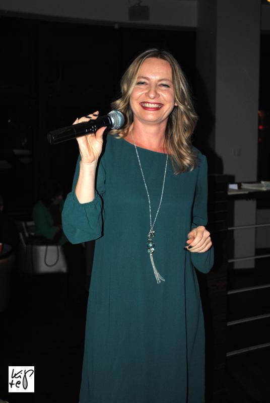 Sabine Müller-Vohnout erfreute nach der Präsentation die Gäste mit ihrem Gesang.