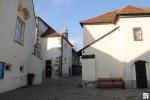 Der idyllische, mittelalterliche Pfarrhof der Pfarre Heiligenstadt.