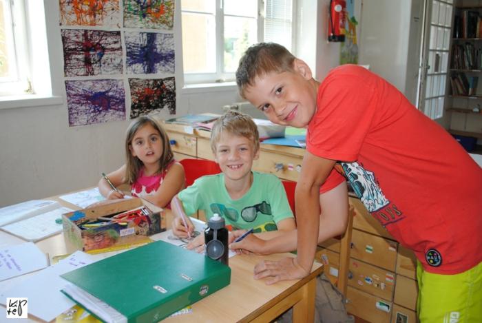 Die Kinder der ALF-Schule lernen gemeinsam in Lerngruppen.